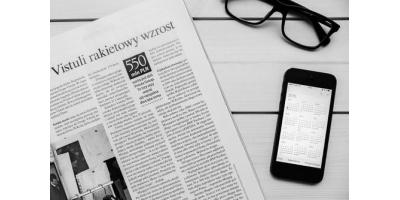 请结合实例比较分析新闻APP产品与传统媒体的新闻产品在采编及传播上的差异。